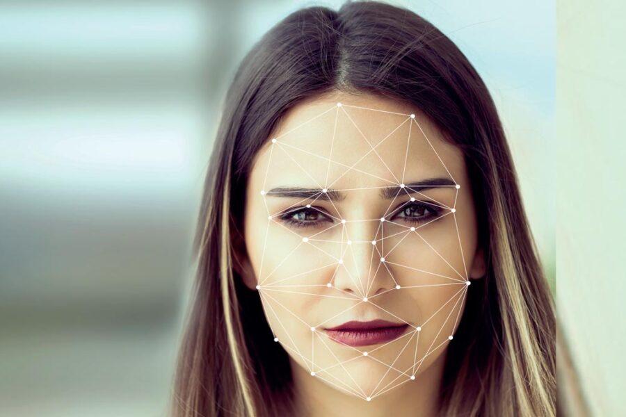 Identification automatisée d'un visage