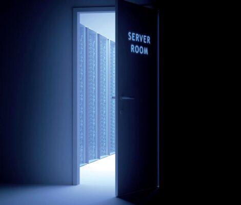 porte ouverte sur un datacenter
